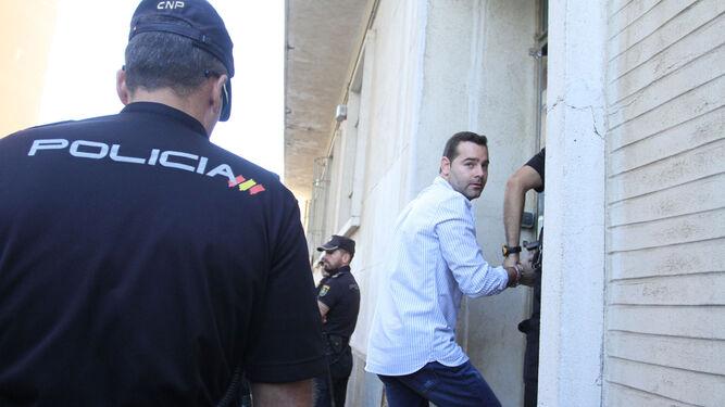 Francisco Javier Medina, ayer, entrando en el juicio.
