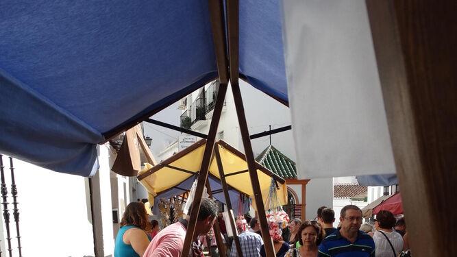 Los productos artesanos de la zona de Almogía toman las calles del municipio durante el Día de la Almendra.