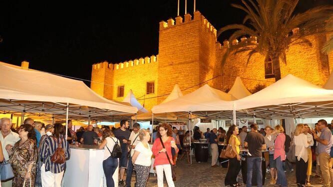 La Feria de la Tapa se celebra desde el pasado jueves junto al Palacio Municipal Castillo de Luna.