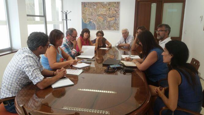 Un momento de la reunión mantenida con el Foro por la Memoria en el Ayuntamiento.