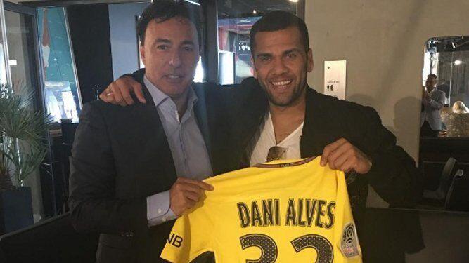 Pina, con Dani Alves.