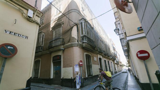 La inmobiliaria del banco BBVA ha sacado a la venta la casa palacio de la calle Veedor, cuyo precio hace un año era de 4,5 millones de euros.