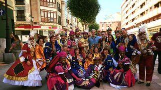 El coro de Luis Rivero, con el ex cadista Oli.