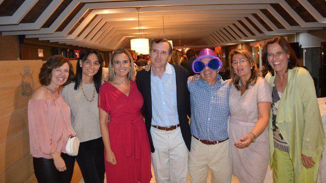 Lola Caballero, Pilar García, Belén Valcárcel, Juan Pablo Ruíz-Tagle, Santiago Miranda, Macarena Castro y María de los Ángeles Oriol, durante el festejo del cincuenta aniversario.