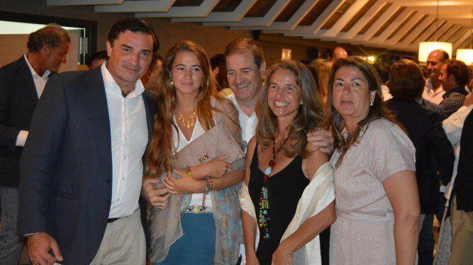 El anfitrión Fernando Acaso López de Meneses con Macarena, Nacho y Elena Acaso y Macaren Castro Conte.