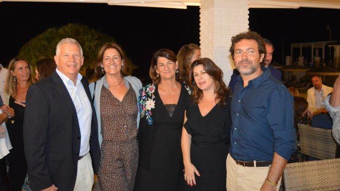 Mauricio Mauri, las hermanas Pastora, María José y Pili Castro Conte y Pepe Martínez.