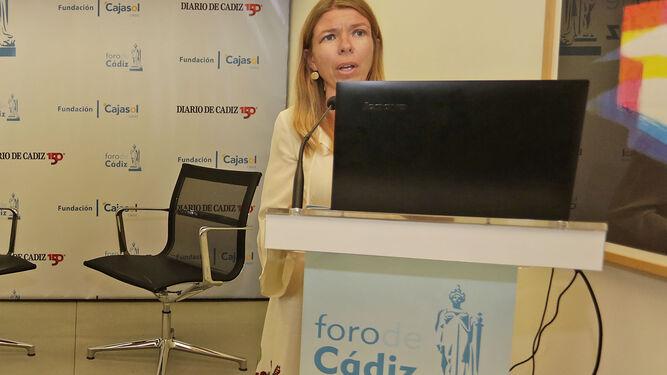 María del Mar Díez, delegada de la Fundación Cajasol en Cádiz, en la presentación del acto.