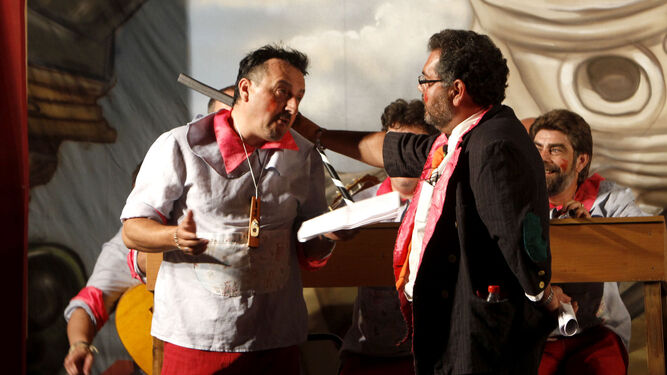 Manolo Cornejo, caracterizado como Don Adolfo junto a 'El Love'