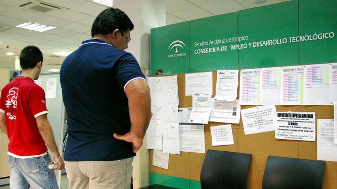 El paro baja en personas en marzo en andaluc a for Oficina de empleo andalucia