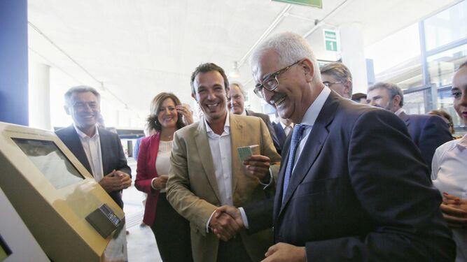 El alcalde José María González y el  vicepresidente de la Junta, Manuel Jiménez Barrios, durante la inauguración