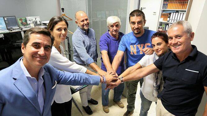 El presidente de la Junta de Compensación, con parte del consejo rector, José Cepero y su equipo.