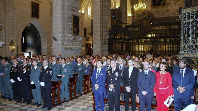 La misa por la patrona de la Guardioa Civil, la Virgen del Pilar, en la Prioral congregó a muchas personas.