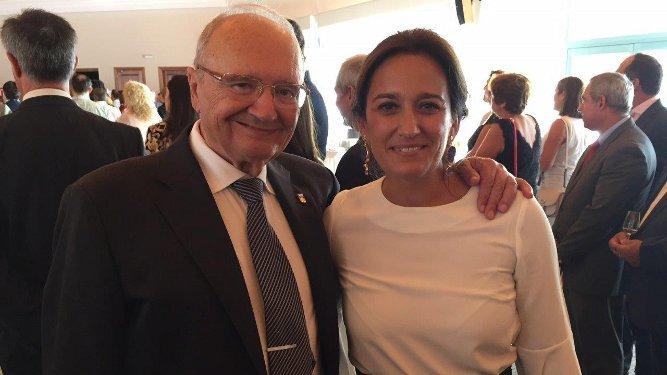 Joaquín Llull con la delegada de Turismo, Ana González Bueno.