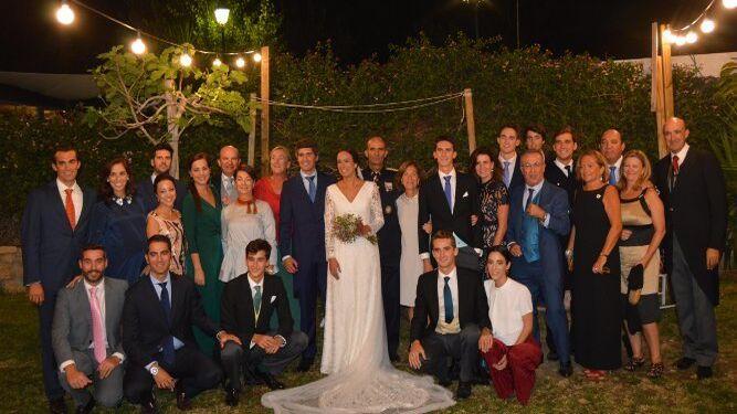 Miembros de la familia Yrayzoz Díaz de Liaño, durante el festejo con el nuevo matrimonio.