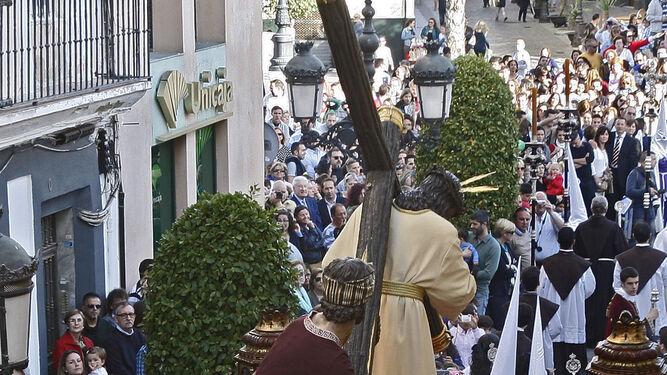 El paso del Nazareno del Amor, por la calle Nueva.