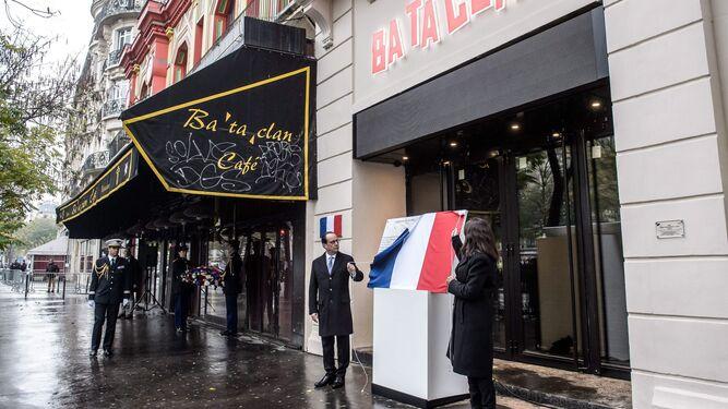 Con François Hollande, en el homenaje a las víctimas del atentado contra la sala Bataclan.