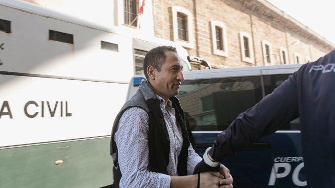 El actor de 'El Príncipe', llegando a la Audiencia Provincial.