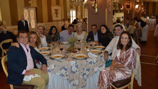 Nino y Leticia Copano, Daniel Vargallo, Estela Pujol, Lalo Bustamante, Luisa Utrera, Carlos Paz, Tete Copano, Juan Carlos Capdevila y Xenia Casanova.