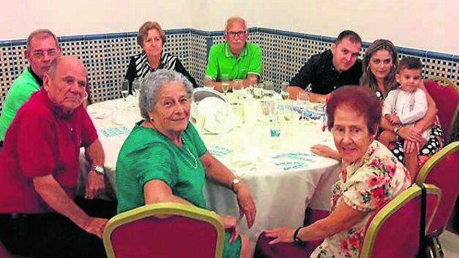 Julia Rodríguez, Charo Romero, Rosario Laluz, Juan y David Pino, Ángel García, Encarna Pérez, Antonio Aparicio y Juan Laluz.