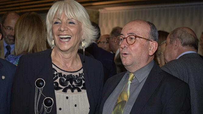 l Teófila Martínez y Rafael Román.