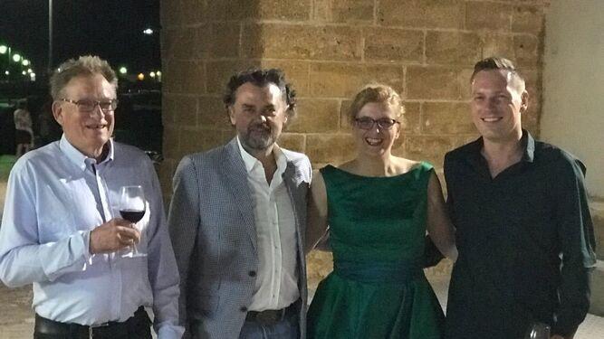 Denis Solovjov, Jerónimo Pérez, Olga Tey y Han Engberding, durante la fiesta en la Peña Juan Villar.