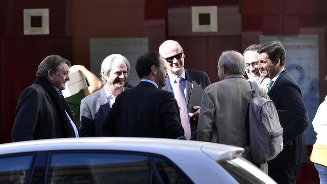 José María Mohedano, Alfonso Martínez del Hoyo y otros abogados defensores del caso de los ERE, en Sevilla.