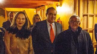 Lourdes Acosta, directora de Radio Cádiz; David Fernández y Manuel Muñoz Fossati, director y subdirector de Diario de Cádiz.
