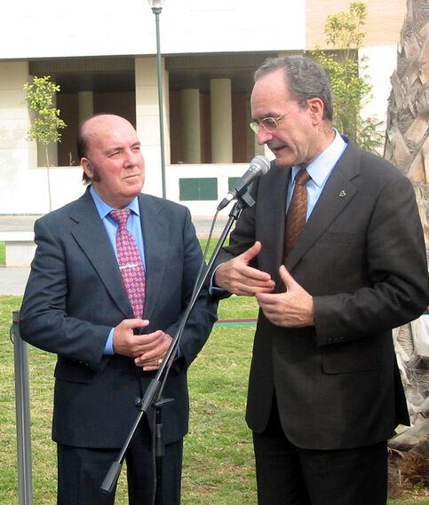 Chiquito  de  la  Calzada  y Francisco inauguran el parque que lleva el nombre del humorista en Málaga (2004)