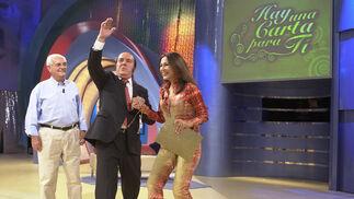 Chiquito  de  la  Calzada e Isabel Gemio en el programa 'Hay una carta para tí'
