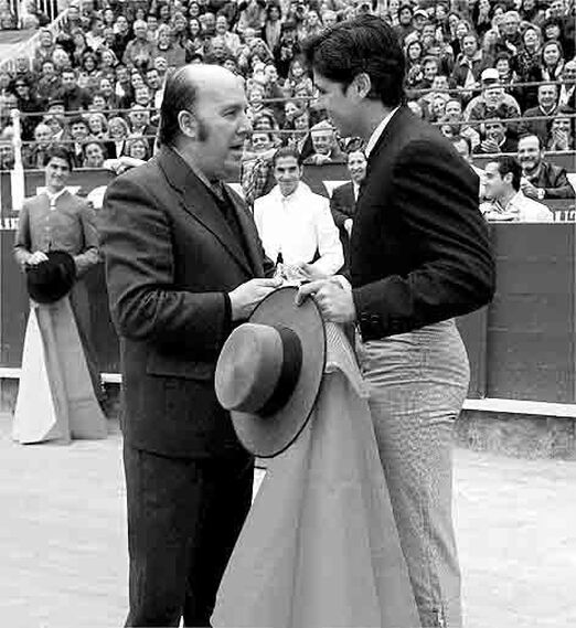 Chiquito en una corrida toros benéfica en Málaga junto a Francisco Rivera Ordóñez