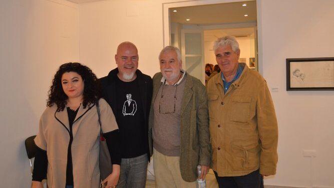 Susana Cano, los pintores Damián Flores y Manolo Cano y Lorenzo Perdigones, duranta la inauguración en la Sala Rivadavia.