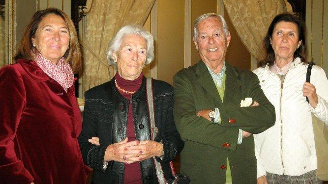 Amparo Cervera, Elena Paul, Eduardo Barrera y Chón de las Heras, en el Casino Gaditano.