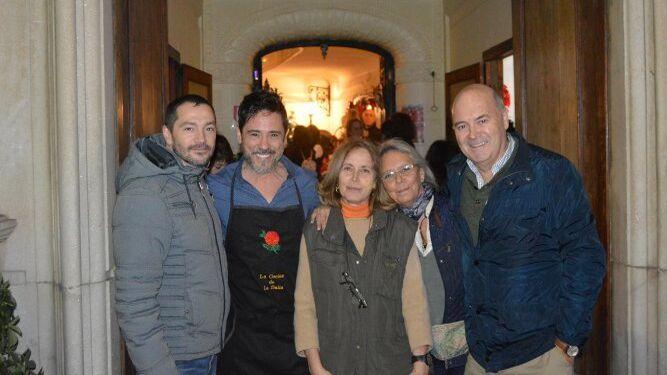Eric Conte, Ángel Acero, Carmen Príes, Inma Gutiérrez y José Luis de la Rosa, durante la inauguración del Puente hacia la Navidad.