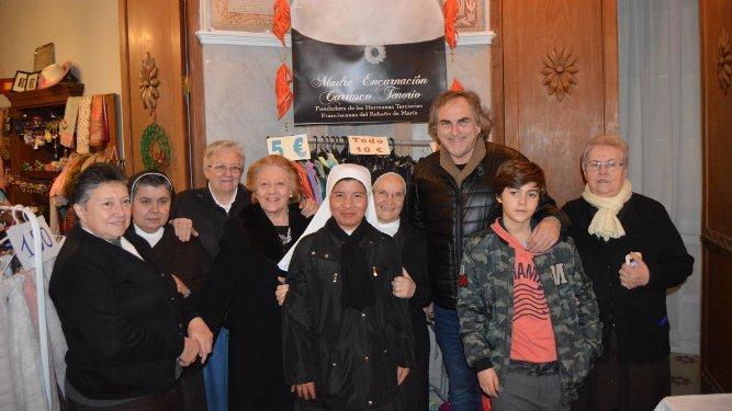 José Luis García Cossío y Alicia Jiménez  con las hermanas Franciscanas del Rebaño de María.