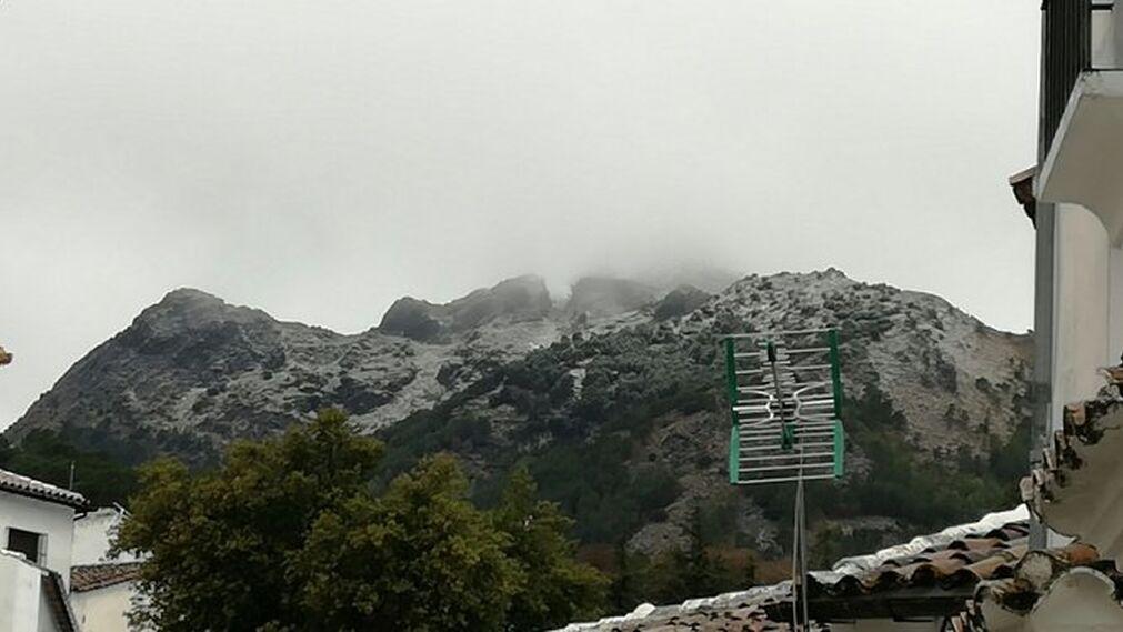 Los primeros copos han llegado al pico de San Cristóbal, en Grazalema.