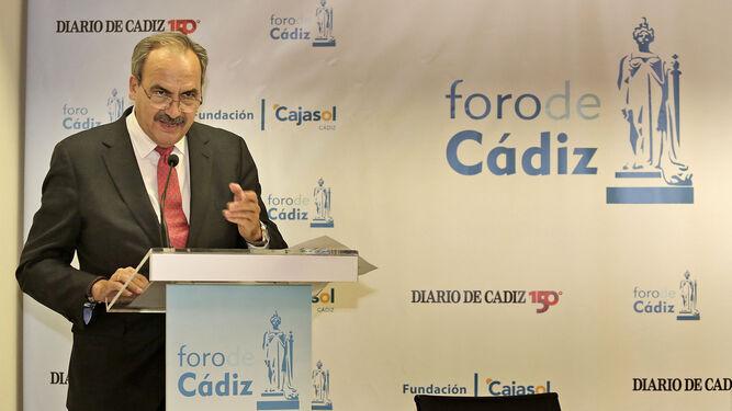 Prudencio Escamilla, en un momento de su intervención, anoche en la Casa Pemán.