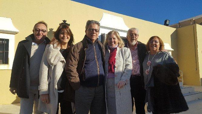 José María Varela, Rosa Ortega, Luis Escobar, Pino Curbelo, Manolo Virella y Nena Varela, durante el cóctel benéfico.