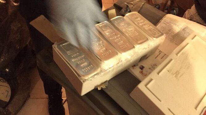 La organización utilizaba tablones de madera para trasladar en su interior droga y dinero.