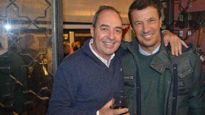 José Ferradans con José González, disfrutando del espectáculo navideño.