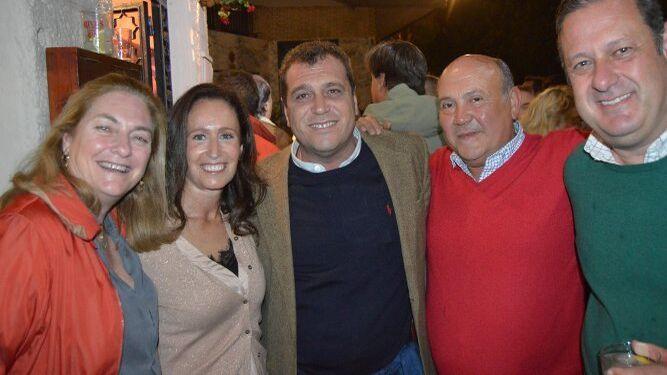 Concha Ribelles, Xenia Casanova, Nino Copano, Modesto Berraquero y Chico  Benavente coincidieron en el festejo.