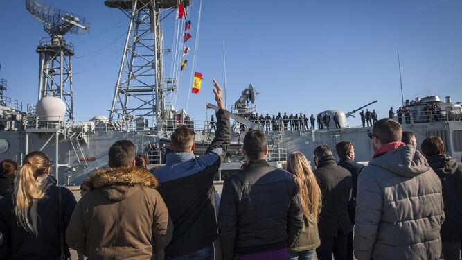 La despedida de la fragata 'Santa María', que partió el 6 de diciembre desde la Base Naval de Rota para la operación Sophia.