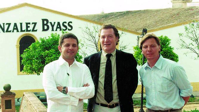 Sisseck y Del Río en una visita a la casa del 'Tío Pepe' en el año 2002 junto a Álvaro Palacios, otro gran enólogo.