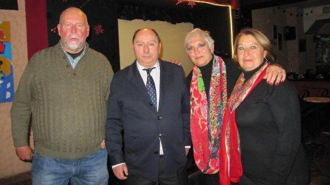 Manuel Sánchez Quijano, el escritor Julio Molina Font,  Ana Sánchez de la Campa  y María del Carmen Aragón.