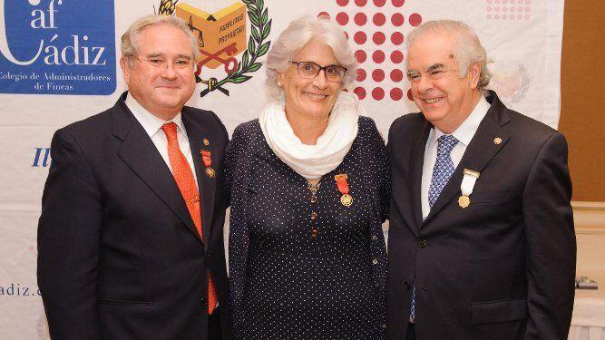 Rafael Trujillo Marlasca., Leticia López Cotelo y Sebastián Montaldo Puerto, durante la entrega de distinciones.