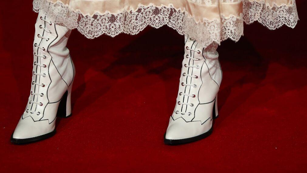 Detalle del calzado de Selena Gomez