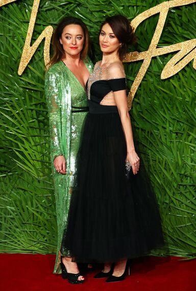 La diseñadora británica  Alice Temperly Y la actriz francesa Olga Kurylenko.