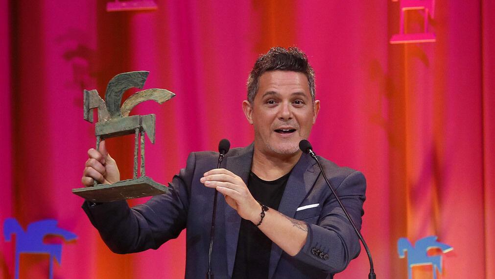 El cantante Alejandro Sanz tras recibir el premio  Artista del Año.