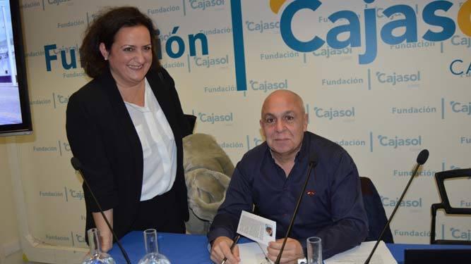 María Amaya Vidal con el autor del libro, durante la firma de ejemplares.