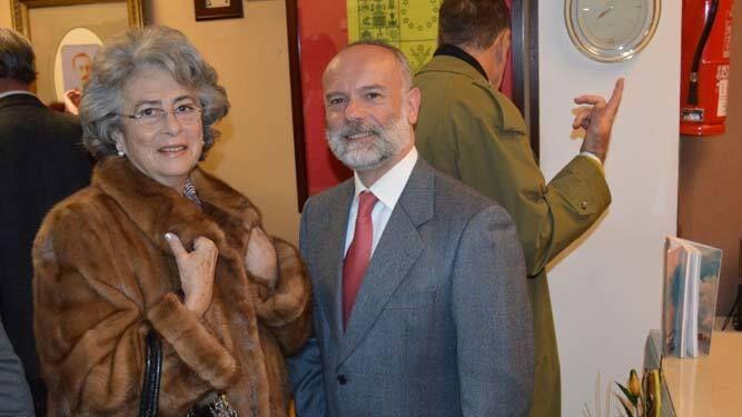Reyes de la Paz con uno de los autores de la obra Fernando Mosig.