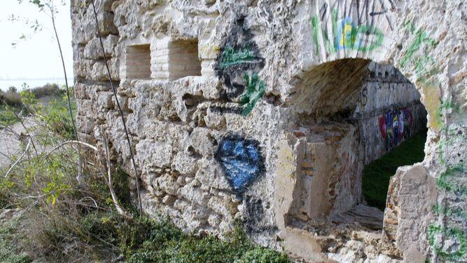 El fuerte de Santa Catalina, un BIC maltratado a la espera de rehabilitación